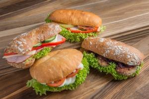 Friske sandwich i dejligt brød.